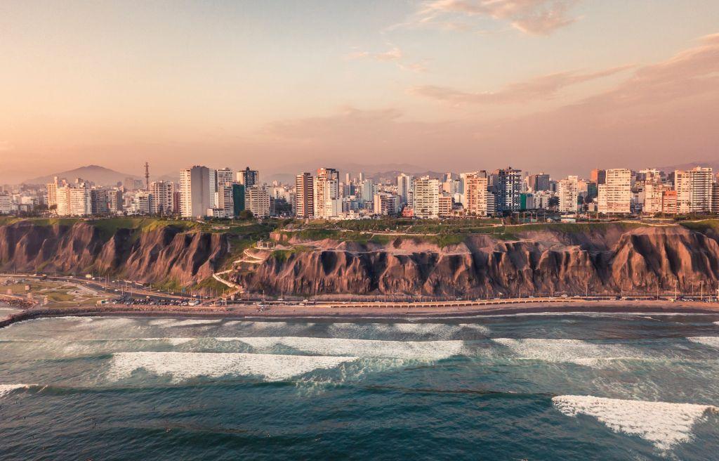 Quartier et falaises de Miraflores